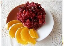 Salát z červené řepy s pomerančem a brusinkami