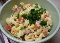 Barevný těstovinový salát