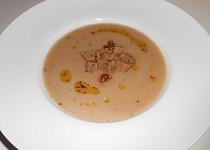 Kaštanová polévka s chilli olejem