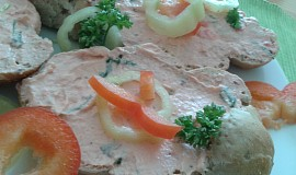 Výtečná ostřejší lososová pomazánka s paprikou