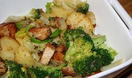 Zapečené brambory s brokolicí a kuřecím masem