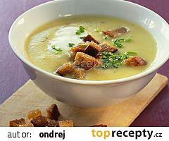 Bramborová polévka s kyselým mlékem