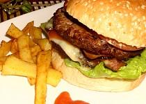 Hamburger s hranolky