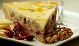 Jablečný koláč s brusinkami a ořechy