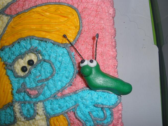 Šmoulinka pro Nikolku, detail na housenku, nebo červíka
