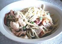 Těstovinový salát s jogurtem a zeleninou