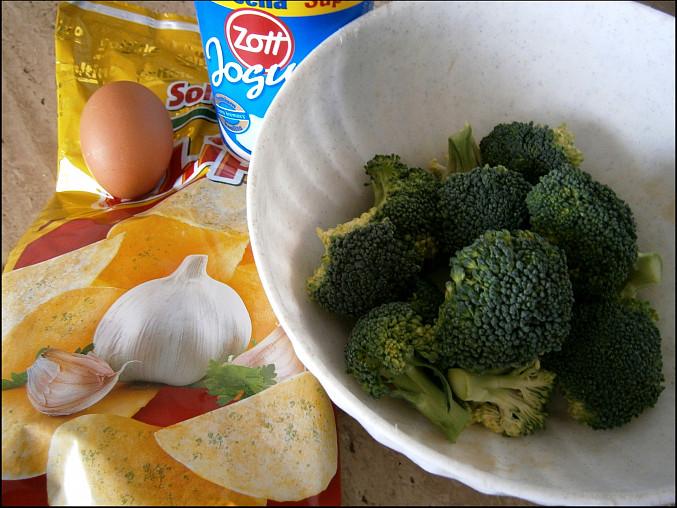 """Brokolice v česnekovém""""chips""""kabátku, část použitých surovin"""