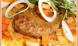 Mletý jelení steak se zeleninou