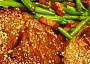 Steak Chuck Tender s fazolkami a slaninou