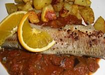 Mořská ryba na rajčatovo lilkové omáčce