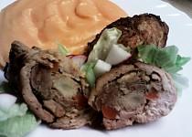 Roládky s játry a bramborovomrkvová kaše s česnekem