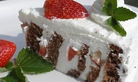 Zatočený jahodovo kefírový dort