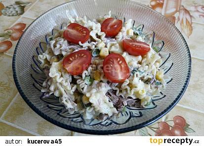 Těstovinový salát s grilovaným tuňákem