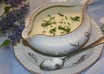 Tradiční francouzská polévka Vichyssoise