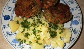 Brokolicové karbanátky se salámem a sýrem