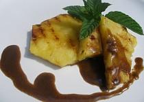 Grilovaný ananas s kávovou omáčkou
