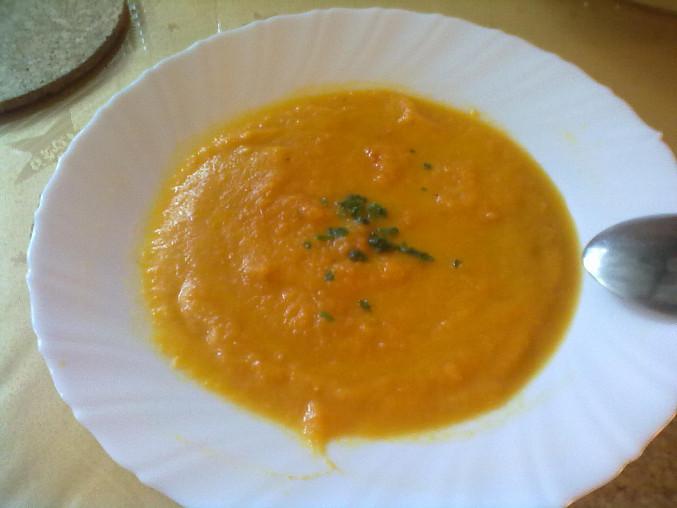 Krémová mrkvová polévka se zázvorem