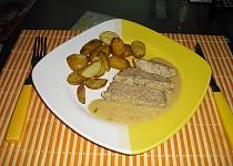 Krůtí sekaná s hořčičnou omáčkou a pečenými bramborami