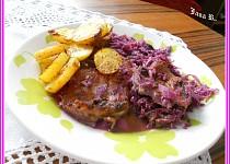Kuřecí steak na červeném zelí a smetaně