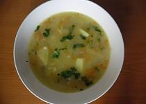 Polévka z vloček, čínského zelí a brambor