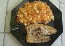 Salát z kysaného zelí s mrkví a jablky