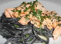 Sépiové špagety s marinovaným lososem
