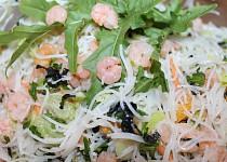 Chlazený nudlový japonský salát