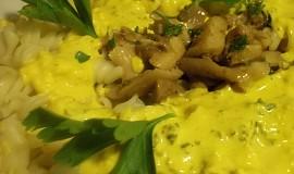 Těstoviny s domácí kari - sýrovou omáčkou a hlívou ústřičnou