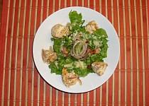 Zeleninový salát s nakládaným Hermelínem