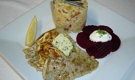 Candát na másle s bramborovým salátem a červenou řepou