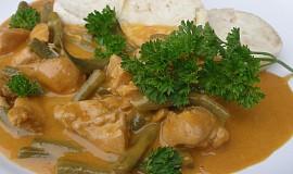 Fazolky a kuřecí na paprice