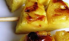 Grilovaný ananas se skořicí a medem
