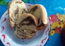 Kynutá bábovka s oříškovo-čokoládovou náplní