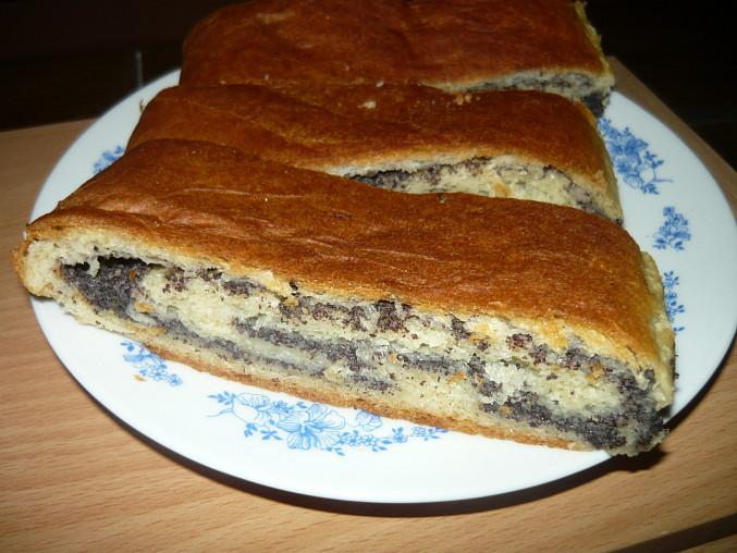 Kynutý borůvkový koláč a makový závin