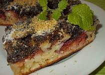 Švestkový koláč s mákem a ořechy
