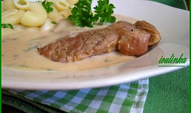 Plátky v  cibulkové omáčce s česnekem