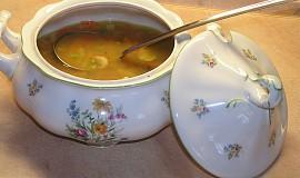 Zeleninová uzená polévka s houbami