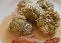 Brokolicové knedlíky se sýrovou omáčkou a uzeným masem