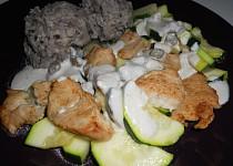 Cuketo-krůtí nudličky s ančovičkovou omáčkou