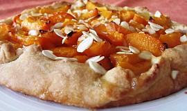 Meruňkový koláč z křehkého těsta