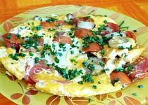 Omeleta se rajčetem a  anglickou slaninou