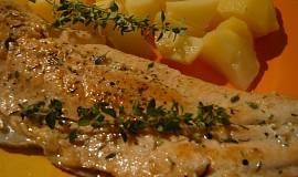 Pstruh lososovitý na másle s citrónem a bylinkami