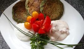 Špenátovo-sýrové lívanečky se dvěma dresinky