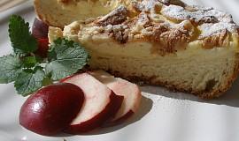 Tvarohovo-jablečný kynutý koláč