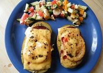 Zapečené brambory se salámem a sýrem