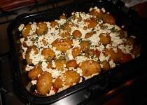 Zapečené nové brambory s tvarohem