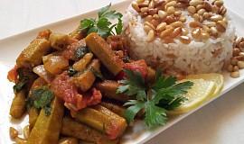 Dusena okra s arabskou ryzi a piniovymi orisky