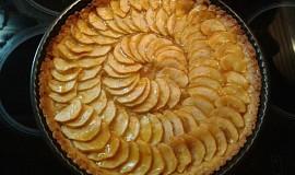 Jablečný dort s ořechy a skořicí