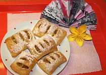 Jablkové šátečky z tvarohového těsta