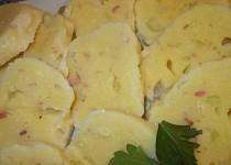 Bramborové knedlíky  z prášku, restovaného řapíkatého celeru a slaniny
